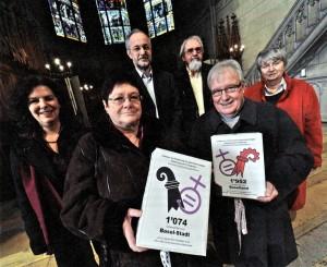 Im Januar reichten Anita Lachenmeier, Sylvia Debrunner, Oswald Inglin, Matthys Klemm, Christoph Gysin und Lisbeth Bieger (v.l.n.r.) die 2900 Unterschriften der beiden Gleichstellungsinitiativen ein.