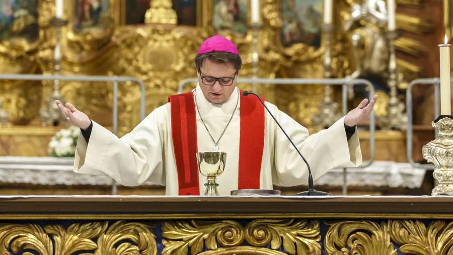 bzBasel: Bischof Gmür kämpft erneut für Frauen hinter dem Altar